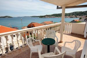 Apartments by the sea Tisno, Murter - 5086