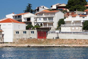 Tisno, Murter, Объект 5086 - Апартаменты вблизи моря с галечным пляжем.