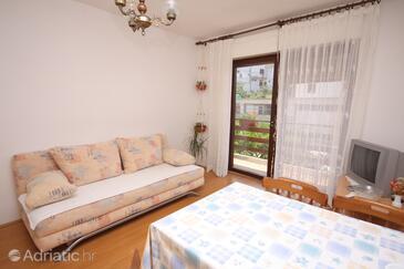 Tisno, Гостиная в размещении типа studio-apartment, доступный кондиционер, Домашние животные допускаются и WiFi.