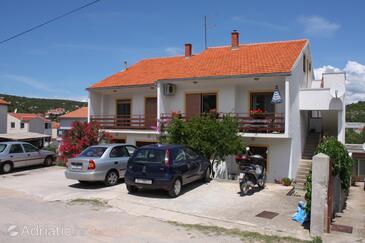 Tisno, Murter, Propiedad 5091 - Apartamentos near sea with pebble beach.