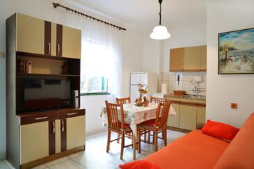 Murter, Jídelna v ubytování typu apartment, domácí mazlíčci povoleni a WiFi.