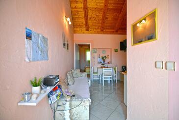 Murter, Jídelna v ubytování typu apartment, s klimatizací, domácí mazlíčci povoleni a WiFi.