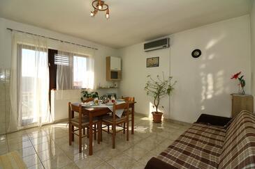 Jezera, Pokój dzienny w zakwaterowaniu typu apartment, Dostępna klimatyzacja, zwierzęta domowe są dozwolone i WiFi.