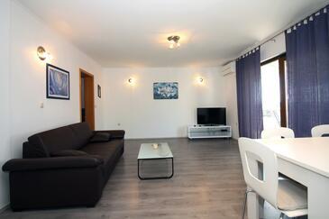 Tisno, Гостиная в размещении типа apartment, доступный кондиционер и WiFi.