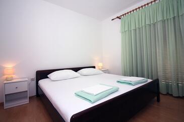Tisno, Ložnice v ubytování typu room, s klimatizací a WiFi.