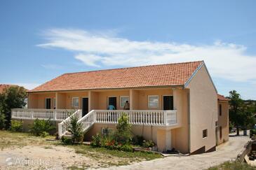 Jezera, Murter, Объект 5107 - Апартаменты с галечным пляжем.