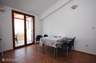 Jezera, Comedor in the apartment, air condition available y WiFi.