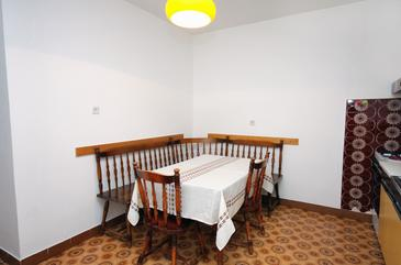Tisno, Dining room in the apartment, dopusteni kucni ljubimci.