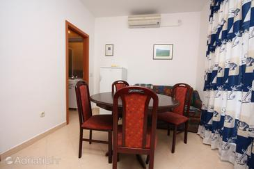 Murter, Dining room in the apartment, air condition available, (pet friendly) and WiFi.