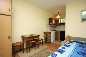 Murter, Jadalnia w zakwaterowaniu typu studio-apartment, dostupna klima i dopusteni kucni ljubimci.