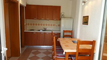 Jezera, Dining room in the apartment, dopusteni kucni ljubimci.