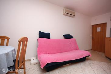 Jezera, Living room in the apartment, air condition available and WiFi.