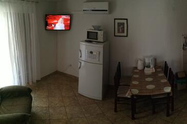 Jezera, Dining room in the apartment, air condition available, (pet friendly) and WiFi.