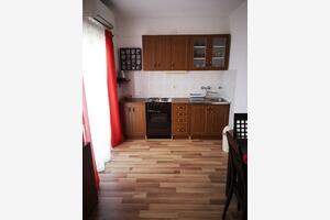 Apartmány s parkovištěm Jezera (Murter) - 5135