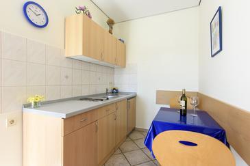 Jezera, Jídelna v ubytování typu studio-apartment, WiFi.