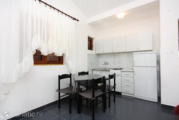 Tisno, Dining room in the apartment, dostupna klima i WIFI.