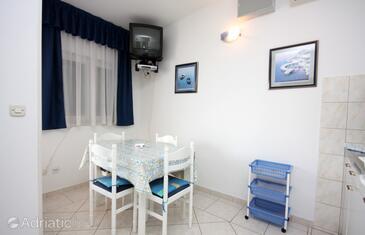 Rogoznica, Dining room in the apartment, dopusteni kucni ljubimci i WIFI.