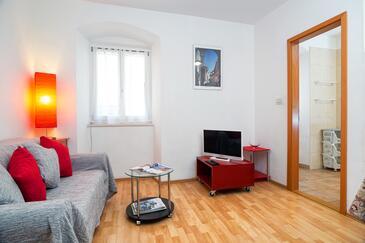 Split, Obývací pokoj v ubytování typu apartment.