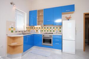 Апартаменты у моря Крило Есенице - Krilo Jesenice, Омиш - Omiš - 5159