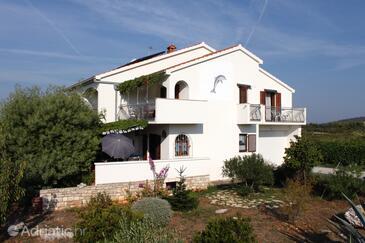 Gornje selo, Šolta, Property 5170 - Rooms with pebble beach.