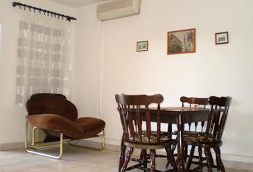 Maslinica, Dining room in the apartment, dostupna klima, dopusteni kucni ljubimci i WIFI.