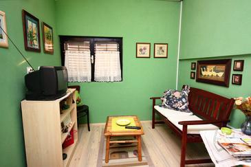Maslinica, Obývací pokoj v ubytování typu apartment, dostupna klima i WIFI.