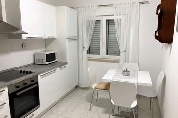 Rogač, Jídelna v ubytování typu apartment, WiFi.