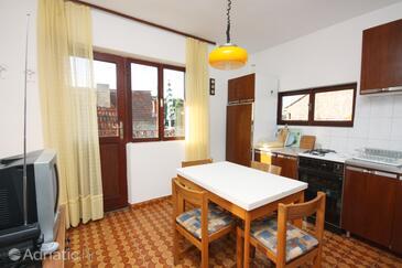 Maslinica, Jídelna v ubytování typu apartment, s klimatizací, domácí mazlíčci povoleni a WiFi.