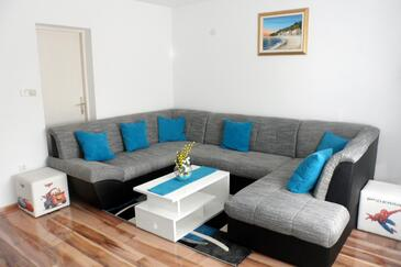 Smoljanac, Living room in the apartment, air condition available and WiFi.