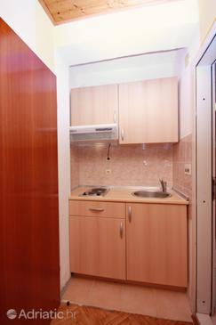 Zaostrog, Kitchen in the studio-apartment, WIFI.