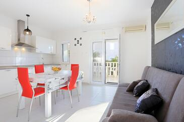 Poljica, Living room in the apartment, dostupna klima i WIFI.