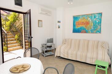 Sutivan, Pokój dzienny w zakwaterowaniu typu apartment, dostupna klima i dopusteni kucni ljubimci.