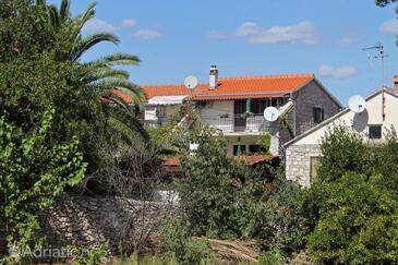 Sutivan, Brač, Property 5200 - Apartments near sea with pebble beach.