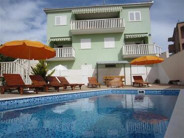 Okrug Gornji, Čiovo, Objekt 5218 - Ubytování v blízkosti moře s oblázkovou pláží.