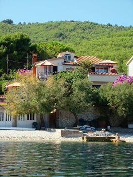 Arbanija, Čiovo, Obiekt 5220 - Apartamenty przy morzu z kamienistą plażą.