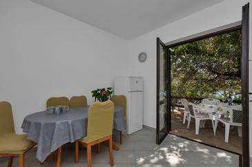 Pokrivenik, Dining room in the apartment, (pet friendly) and WiFi.