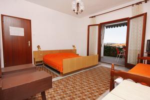Apartmani uz more Trogir - 5227