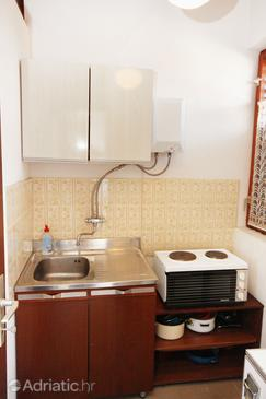 Trogir, Kitchen in the studio-apartment.