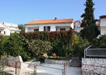 Trogir, Trogir, Szálláshely 5227 - Apartmanok a tenger közelében kavicsos stranddal.