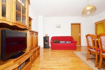 Arbanija, Obývací pokoj 1 v ubytování typu apartment, s klimatizací a WiFi.