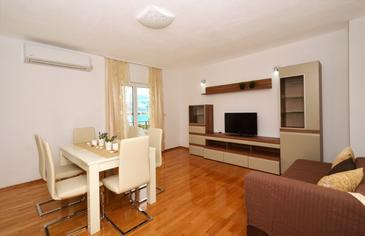 Arbanija, Living room 1 in the apartment, air condition available and WiFi.