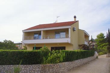 Vinišće, Trogir, Property 5229 - Apartments near sea with pebble beach.