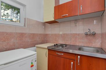 Uvala Pokrivenik, Kitchen in the studio-apartment, dopusteni kucni ljubimci.