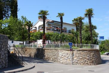 Lovran, Opatija, Obiekt 5236 - Pokoje ze żwirową plażą.