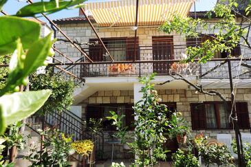 Milna, Brač, Property 5242 - Apartments by the sea.