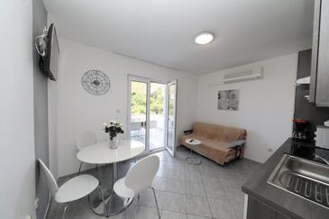 Okrug Donji, Dining room in the apartment, air condition available and WiFi.