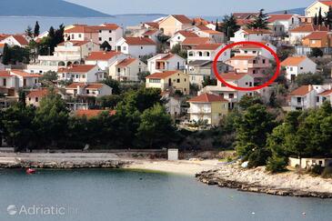 Bušinci, Čiovo, Property 5256 - Apartments near sea with pebble beach.