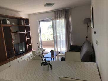 Duće, Obývací pokoj v ubytování typu apartment, s klimatizací, domácí mazlíčci povoleni a WiFi.