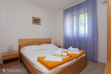 Tučepi, Спальня в размещении типа room, доступный кондиционер, Домашние животные допускаются и WiFi.