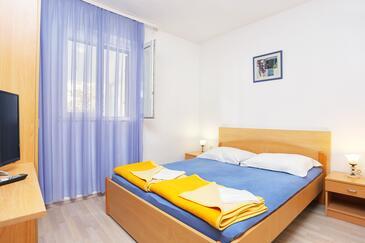 Tučepi, Spalnica v nastanitvi vrste room, dostopna klima, Hišni ljubljenčki dovoljeni in WiFi.